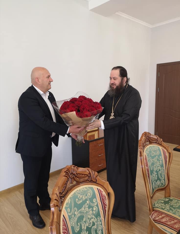 Președintele raionului, dnul Vasile MĂRCUȚĂ l-a felicitat pe Înaltpreasfințitul PETRU, Arhiepiscop de Ungheni și Nisporeni, pentru avansarea în treapta de arhiepiscop.