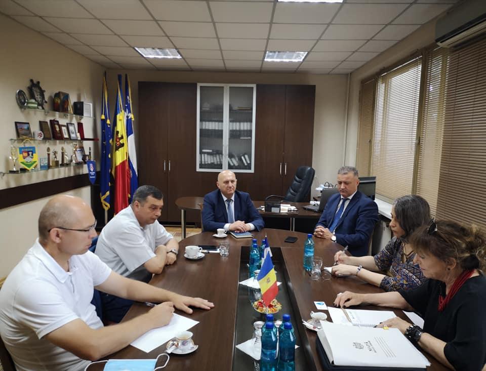 Președintele raionului, dnul Vasile MĂRCUȚĂ, a avut astăzi, o întrevedere cu dna Antonella CAGNOLATI, președintele Asociației SEE-SIE.