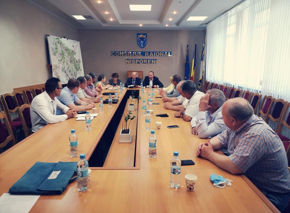 Ședința autorităților locale de nivelul I și II din Nisporeni și Hîncești care fac parte din sub-bazinul hidrografic Nîrnova.