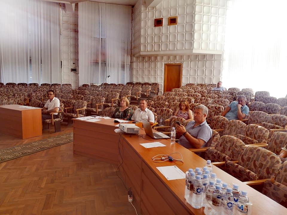Reprezentanții APL I și II, dar și ONG-urile locale au participat la Atelierul de lucru cu tematica reglementarea juridică privind evaluarea impactului  mediului și evaluarea strategică de mediu.